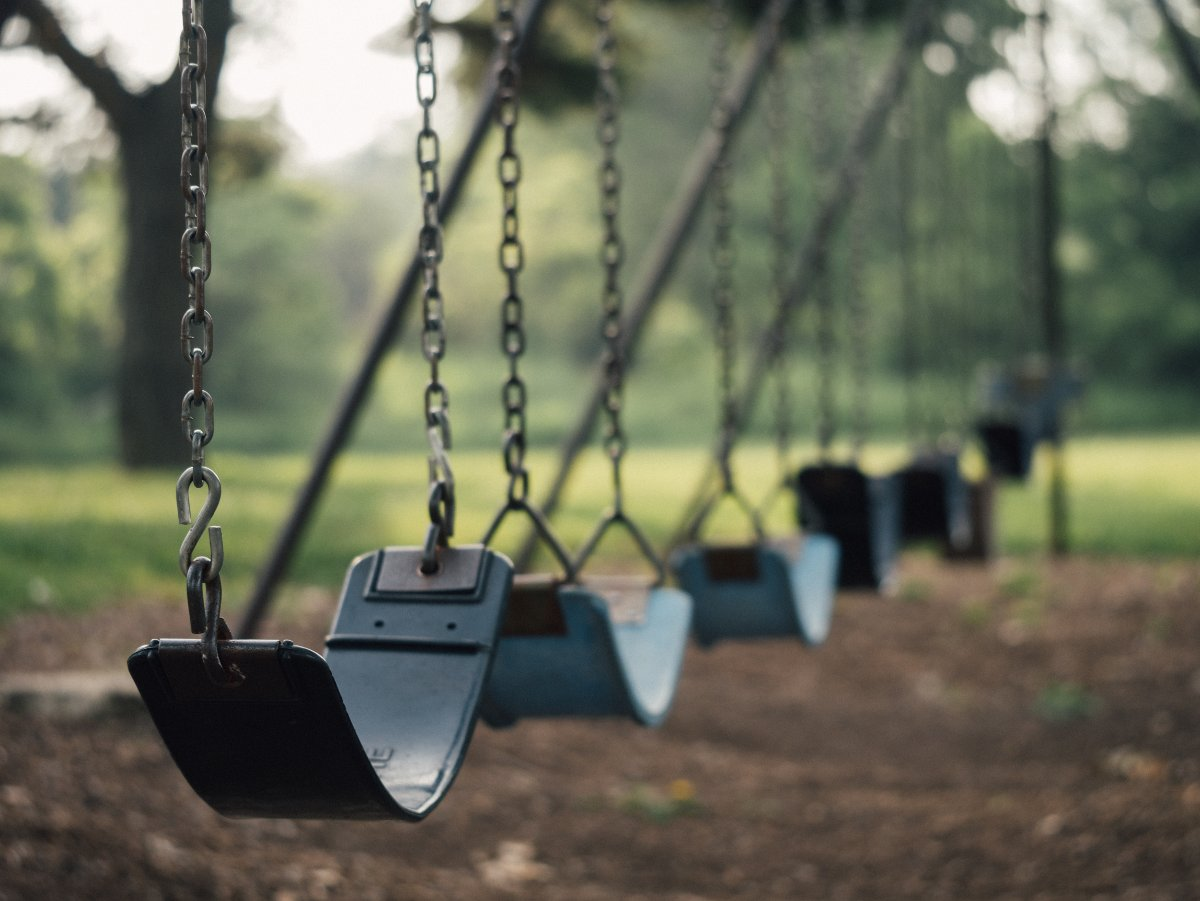 Photo of swingset by Aaron Burden (License: CC0)