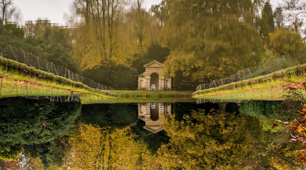 Mirror Pond at Belton House, by Flickr user Rich Bamford (https://www.flickr.com/photos/myrialejean/)