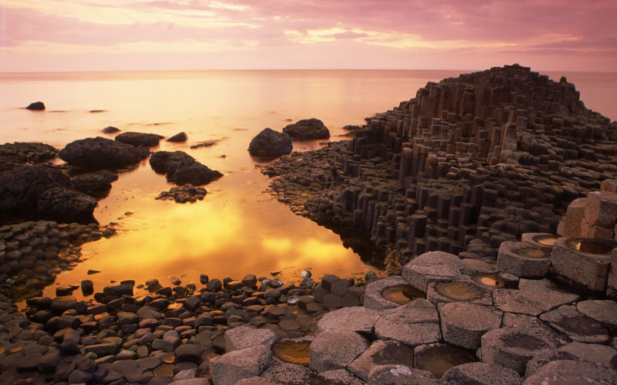 """Basalt Columns of Giant's Causeway"" Credit: pictruer / 一元 马 