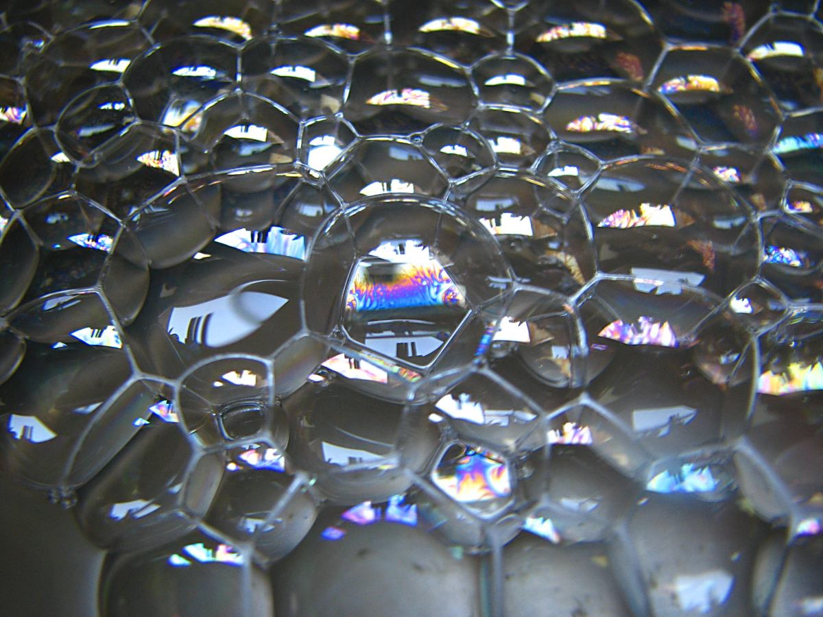Bubble macro | Author: fdecomite | License: CC BY 2.0 | Source: https://www.flickr.com/photos/fdecomite/2867929299/