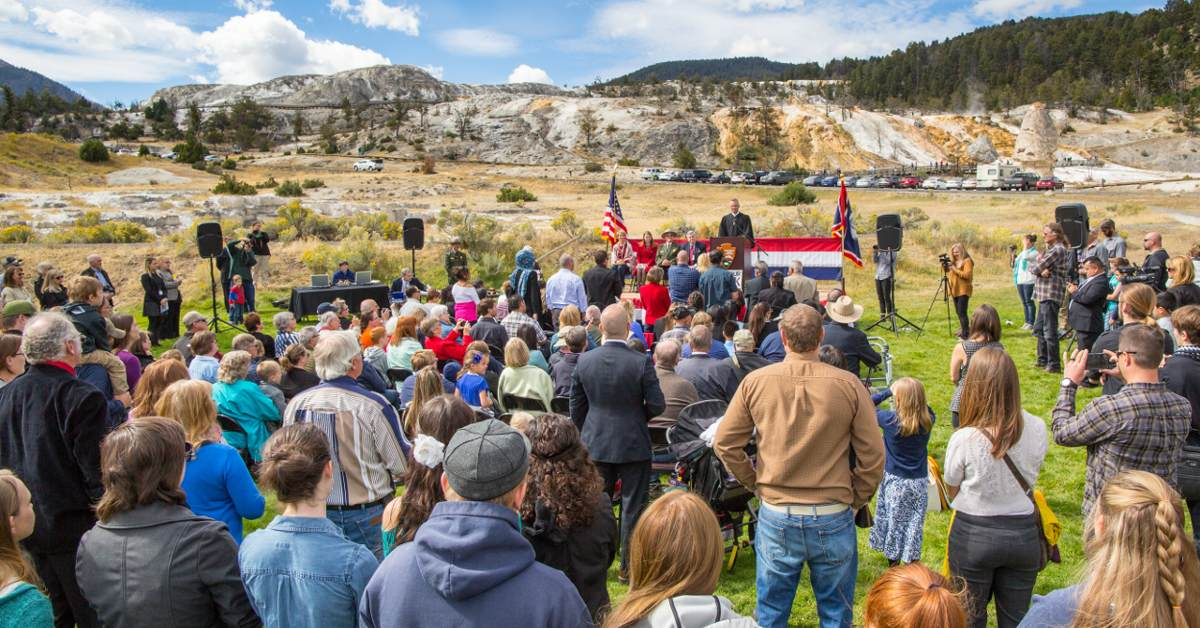 Title: Naturalization Ceremony September 7, 2016 | Author: Yellowstone National Park / yellowstoneps | Source: Flickr | License: CC0