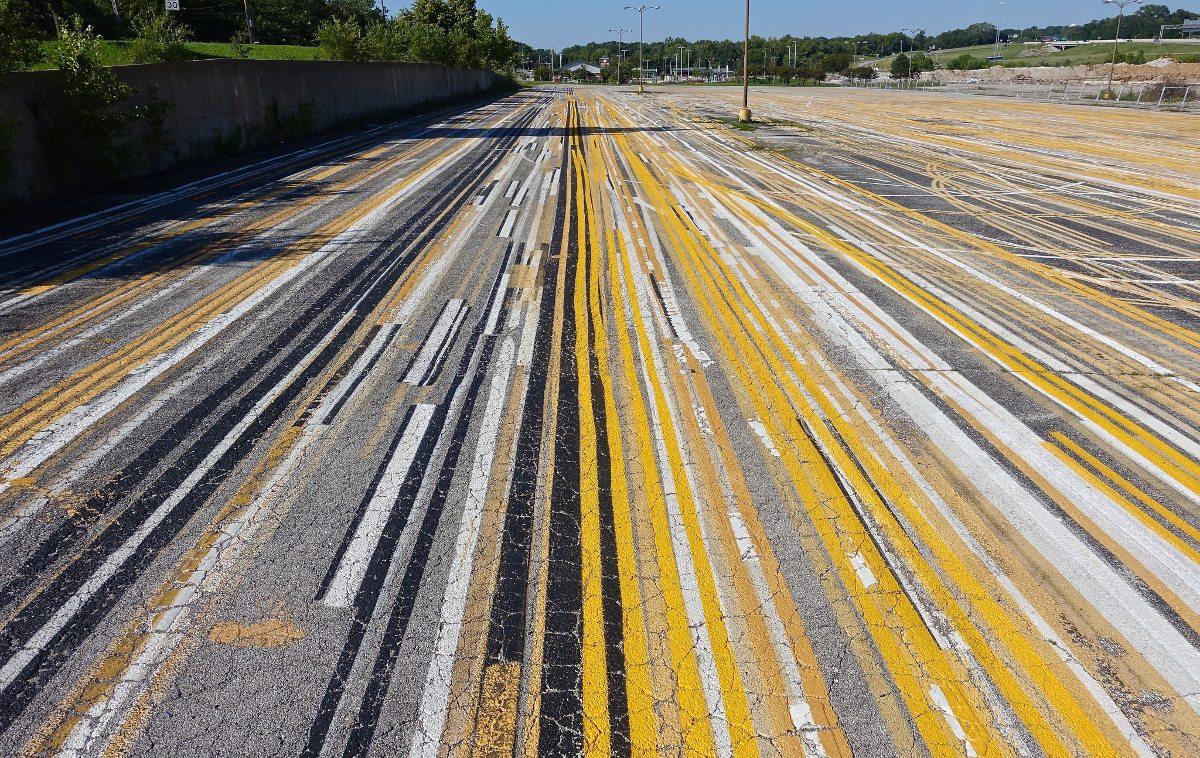 Title: lines | kansas city, ks | Author: Dean Hochman | Source: Flickr | License: CC BY 2.0