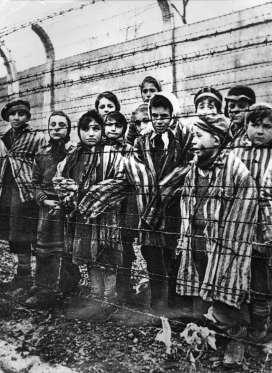 Auschwitz | Source: binshafik