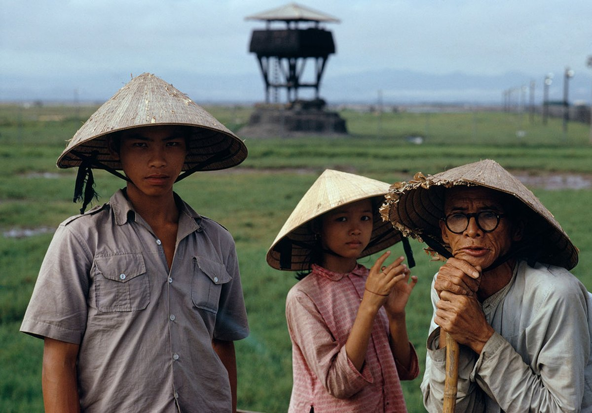 Refugees near Hue | Title: Vietnam War 1972 | Author: Bruno Barbey | Source: Flickr | License: CC BY 2.0